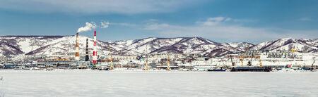 far east: Vista panor�mica de Petropavlovsk-Kamchatsky puerto y la planta de energ�a de Extremo Oriente, Rusia