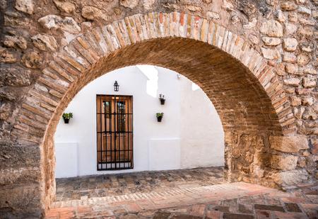 arcos de piedra: Arquitectura de Vejer de la Frontera. Costa de la Luz, España Foto de archivo