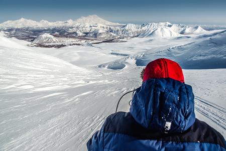Vista de Nalychevo Parque Natural y volcán Zhupanovsky Kamchatka, Extremo Oriente de Rusia Foto de archivo - 28021008