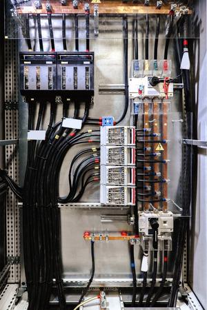 Elektrisch paneel met zekeringen en schakelaars