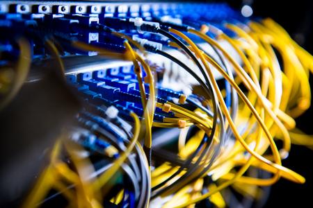 équipement de fibre optique dans un centre de données