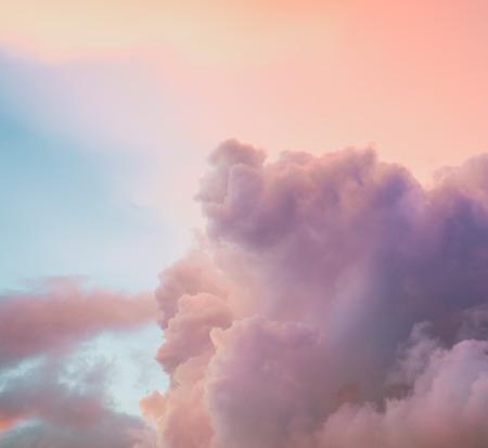 colores pasteles: Hermoso fondo de cielo nublado