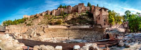 マラガのローマ劇場のパノラマ風景。アンダルシア州, スペイン 写真素材