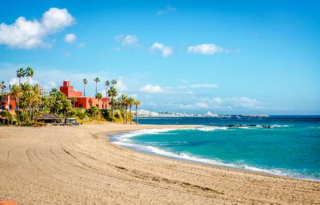 ベナルマデナの町の美しい海岸。スペイン、アンダルシア、マラガ 写真素材