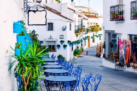 ミハスの通り。コスタ ・ デル ・ ソル スペイン南部、アンダルシアの白い村を魅力的です