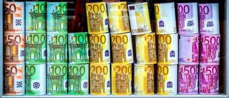 dinero euros: EURO huchas Foto de archivo