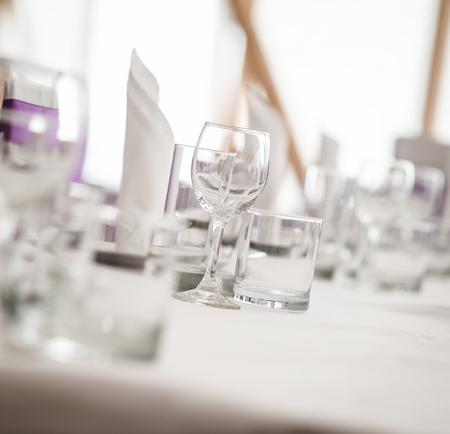 연회 테이블. 빈 안경의 근접입니다. 선택적 초점 스톡 콘텐츠