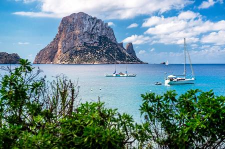 Vue pittoresque de l'île mystérieuse de Es Vedra. Ibiza, Îles Baléares. l'Espagne Banque d'images - 46400309