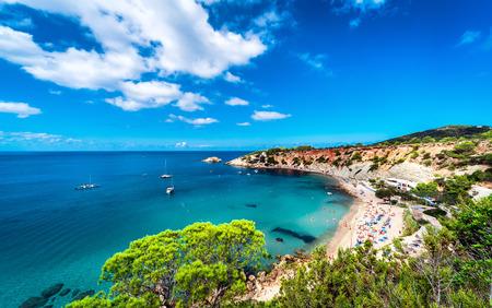 그림 같은 칼라 드 호트 해변. 이비자 (Ibiza), 발레 아레스 제도. 스페인