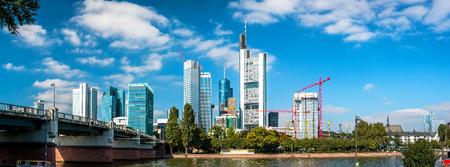 anuncio publicitario: Panorama de Frankfurt am Main. Alemania Foto de archivo
