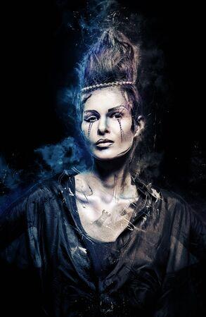 body paint: Mujer con maquillaje creativo y arte corporal. Imagen con un modelo de efectos digitales