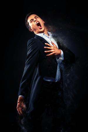 오페라 가수 수행. 디지털 효과와 이미지 스톡 콘텐츠