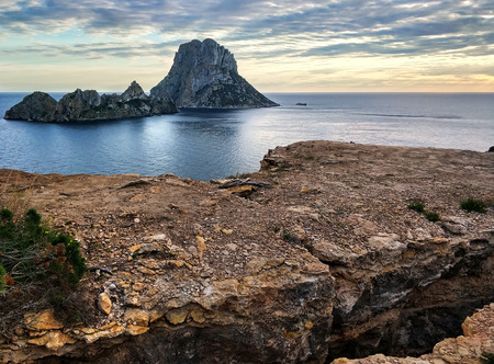 Picturesque view of the mysterious island of Es Vedra at sunset. Ibiza Island, Balearic Islands. Spain Stockfoto