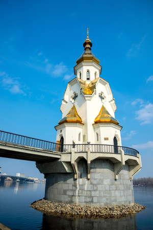 osiągnął: KoÅ›ciół Å›w MikoÅ'aja, Kijów Ukraina - poÅ'ożony jest na sztucznej wyspie osiÄ…gniÄ™tego przez maÅ'y most zostaÅ' zbudowany w 2004 roku.