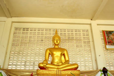 Buddha brass Stock Photo - 17090270