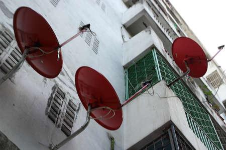 antena parabolica: Una pared de antena parab�lica Foto de archivo
