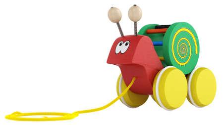 pull toy: Diversión juguete de madera multicolor caracol de la historieta en las ruedas con una cadena para tirar de ella a lo largo aislado en blanco