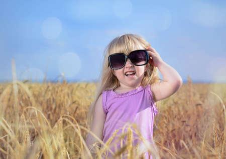 cabelo amarrado: A menina loura ador