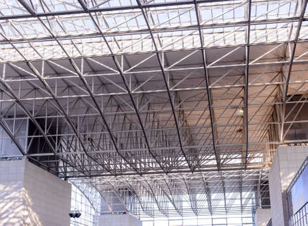 architectural lighting design: Metal ceiling construction Franfrut am Main Airport Editorial