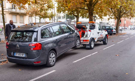 inconvenience: France, Strasbourg- 1 November 2015 : The fall of the road hauler picks up the car for the driver to watch this