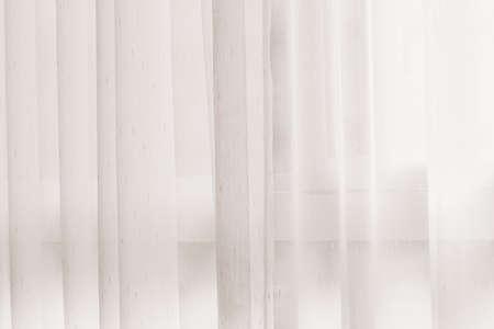 windows: Cortina transparente en la ventana. Fondo de la cortina Foto de archivo