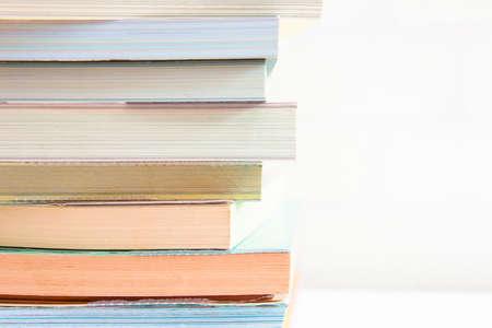 Bücher stapeln. Back to school Hintergrund. Standard-Bild