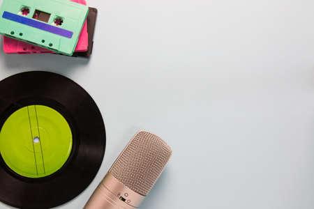 cassettes audio, microphone et magnétophone avec espace copie