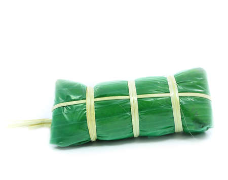 Sour Schweinefleisch: Thai nord�stlichen Stil Lebensmittel die gemischte Schweinefleisch Reis Knoblauch Zucker und Salz im Bananenblatt Paket. Lizenzfreie Bilder