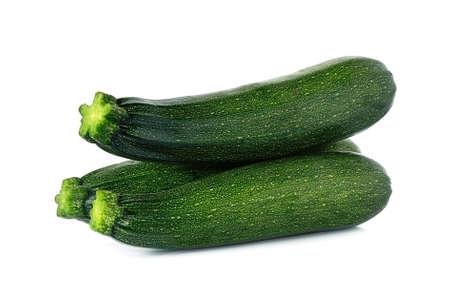 frische gr�ne Zucchini isoliert auf wei�em Hintergrund