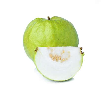 Guava Obst auf wei�em Hintergrund isoliert