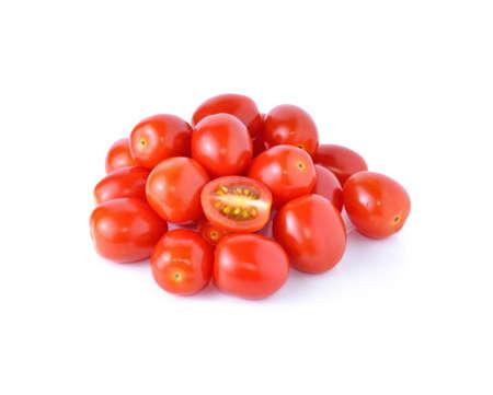 cereza: Uva o tomates cherry aislados en fondo blanco.