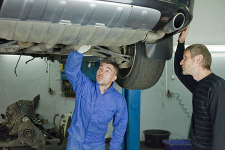 Master advises on car repair.