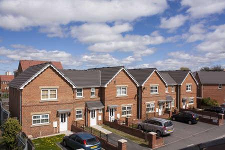 housing estates: Nuova casa con parcheggio, Regno Unito Archivio Fotografico