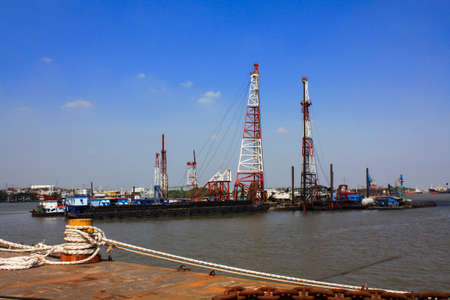 fasten: Rope fasten pile machine on the river