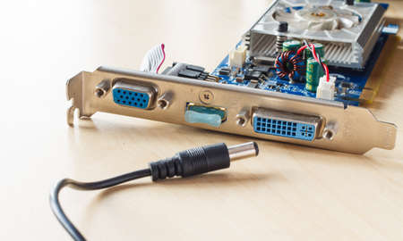 circuitos electronicos: circuitos electr�nicos y alzado con el gato
