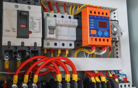 Close-up electrical wiring with fuses and contactors. 版權商用圖片 - 97362584