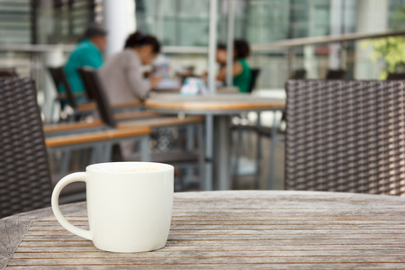 cup of coffee on table at coffee shop Imagens