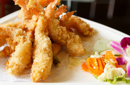 batter-fried prawns   japanese food Imagens - 30573722