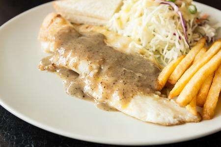 dolly: Dolly carne di pesce con salsa di pepe nero