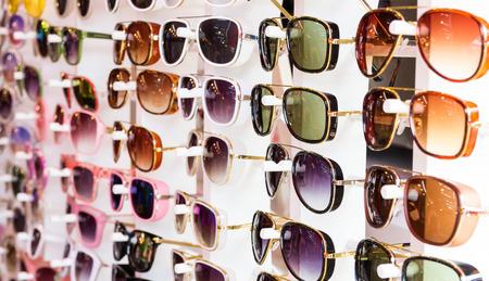 fashion glasses in opticians shop Stockfoto