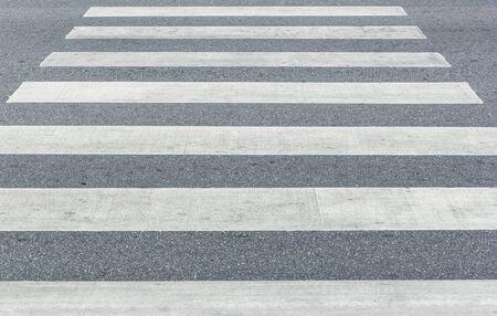 paso peatonal: Paso de peatones, paso de cebra en el camino