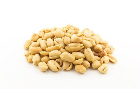 sal: cacahuetes salados en un fondo blanco Foto de archivo