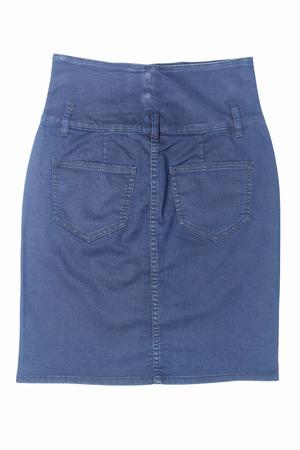 mini skirt: c�t� arri�re du jean bleu mini jupe noir isol� sur fond blanc