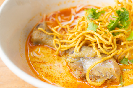 Thai curry noodles with chicken (Northern Thai food) Imagens