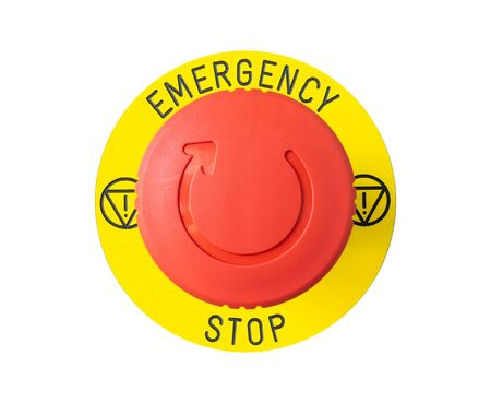 Close-up de botón de emergencia rojo aislado sobre fondo blanco. Foto de archivo