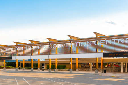 Penticton, British ColumbiaCanada - June 21, 2019: the Penticton Trade and Convention Centre is an important event venue in downtown Penticton. 新聞圖片
