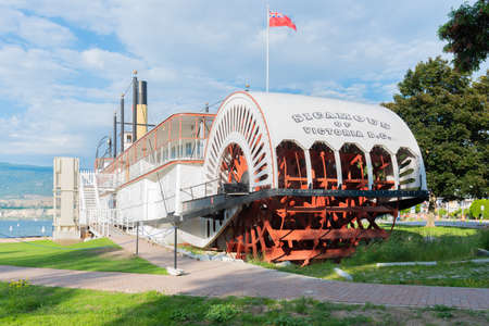 Penticton, British ColumbiaCanada - June 21, 2019: the paddlewheel on the ship S.S. Sicamous, a historic vessel now used as a popular museum by the Okanagan Lake waterfront. 新聞圖片