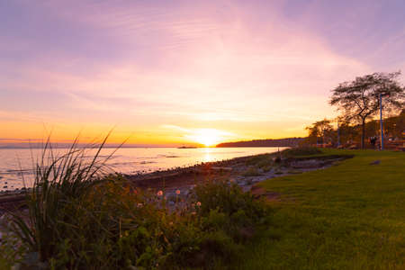 Beautiful sunset with view of the Pacific Ocean in White Rock, British Columbia, Canada 版權商用圖片