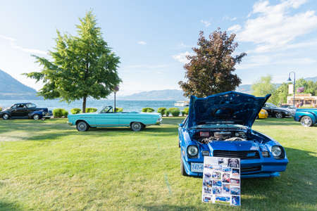 Penticton, British ColumbiaCanada - June 21, 2019: 1981 Camero Z 28 and Caliente convertible on display at the Peach City Beach Cruise, a famous car show. 新聞圖片