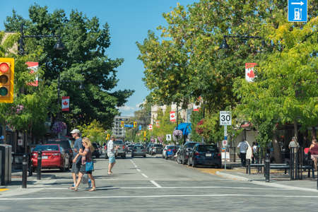 Penticton, British ColumbiaCanada - September 3, 2019: view down Main Street of downtown shopping area viewed from Nanaimo Square. Penticton is a popular travel destination. 新聞圖片